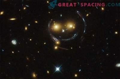 Hubble descobriu um emoticon espacial no espaço profundo