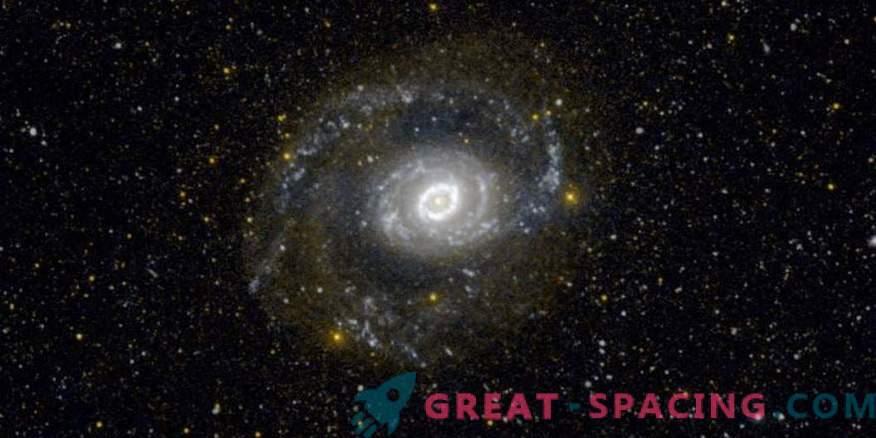 Três novos candidatos para estrelas variáveis azuis brilhantes