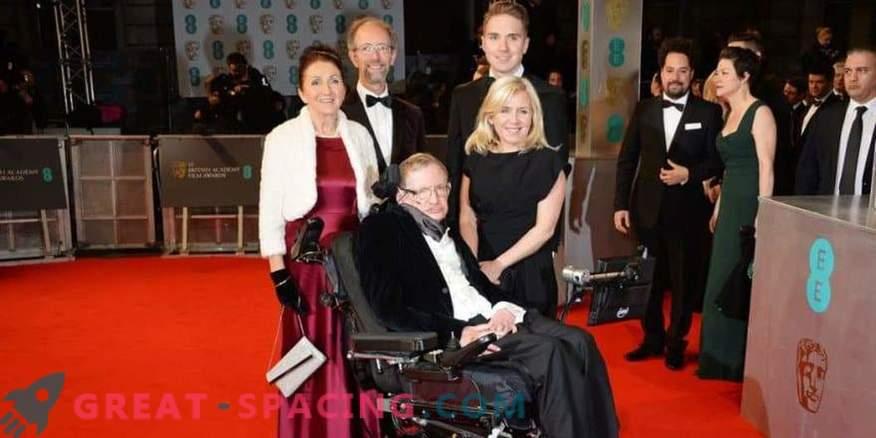 A primeira esposa de Stephen Hawking protesta contra imprecisões na biografia
